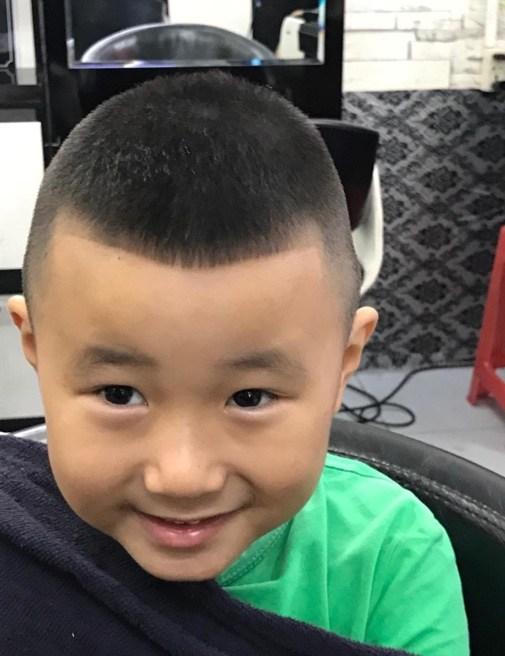 Giúp bố mẹ chọn kiểu tóc đẹp cho bé trai 9 - u đinh