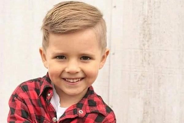 Giúp bố mẹ chọn kiểu tóc đẹp cho bé trai 11 - rẽ ngôi