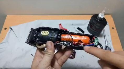 Vệ sinh tông đơ magic clip baber